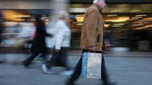Les Irlandais continuent avec flegme à faire leur marché malgré la crise.