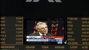 Un tableau électronique indique les tendances à la Johannesburg Stock Exchange, la plus grande bourse d'Afrique.
