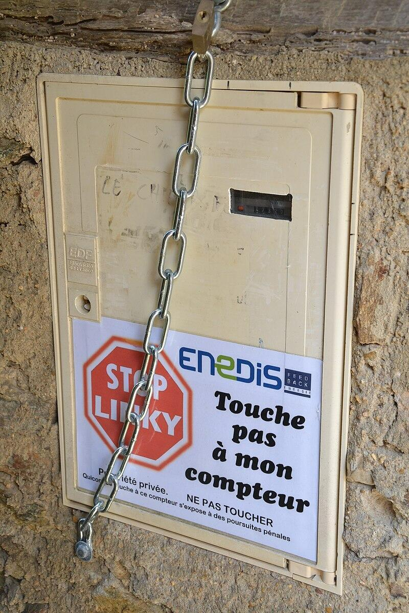 An electricity meter in Najac, France, locked against the Linky installation.
