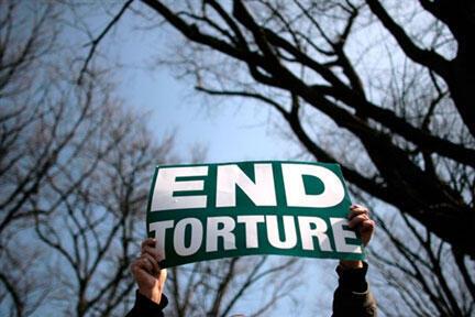 Relatório da Amnistia Internacional alerta para a prática de tortura pela polícia senegalesa.