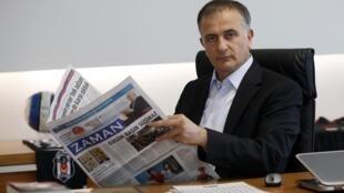 Ekrem Dumanli, directeur de publication du quotidien turc «Zaman», a défié la police en direct à la télévision ce dimanche, avant d'être arrêté.