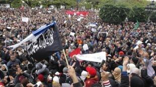 Manifestação de apoio ao partido islâmico Ennahda, em Túnis.