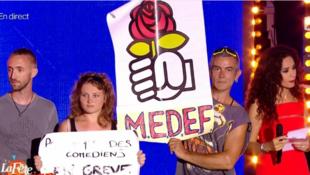 Des représentants des intermittents du spectacle interviennent sur France 2, lors d'une émission à l'occasion de la Fête de la Musique présentée par Patrick Sébastien depuis Montpellier, le 21 juin 2014.