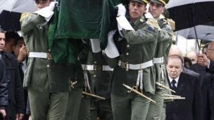 Ahmed Ben Bella, 1° presidente argelino, levado a enterrar no dia 13/04/2012