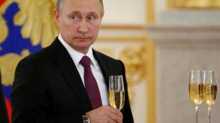 Le président Vladimir Poutine lors d'une cérémonie de réceptions des diplomates étrangers au Kremlin, le 9 novembre.