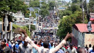 Manifestation à Port-au-Prince, Haïti, le 9 septembre 2018, pour demander une enquête sur le prétendu détournement des fonds Petrocaribe parrainés par le Venezuela par les administrations précédentes.