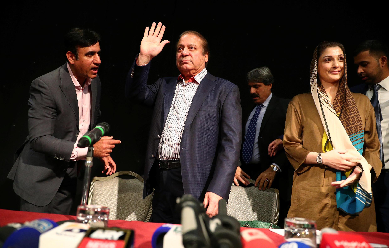 Nawaz Sharif et sa fille lors d'une conférence de presse à Londres, le 11 juillet 2018.
