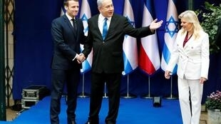 以色列总统内塔尼亚胡与夫人在耶路撒冷会见到访的法国总统马克龙, 2020年1月22日。