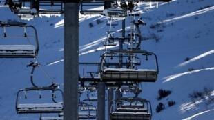 Aucune date de réouverture n'a pour l'heure été annoncée dans les stations de ski françaises.