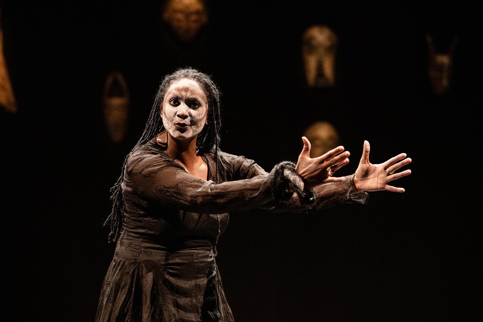 Nathalie Vairac le 11 mars 2020 au festival XS à Bruxelles dans «Les Restes Suprêmes», pièce de Dorcy Rugamba.