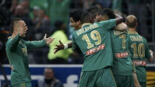 Les Stéphanois fêtent le premier but marqué par Brandao en finale de la Coupe de la Ligue.