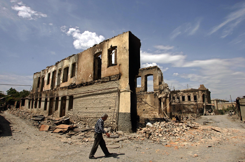 Разрушенный после войны Цхинвали. 16 августа 2008 г.