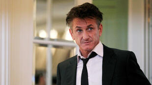 Hollywood actor Sean Penn (file picture) met France's ecology minister Segolene Royal in Paris on Sunday.