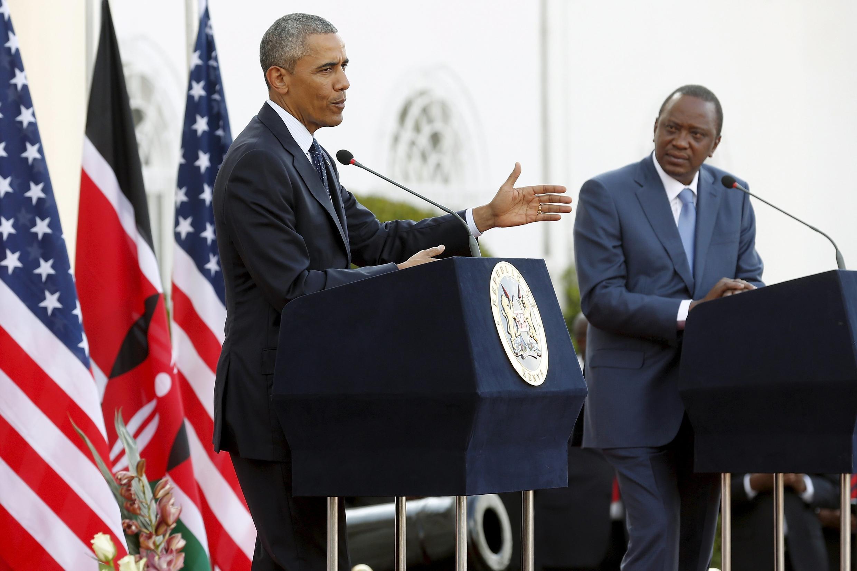 Le président américain Barack Obama (à gauche) et son homologue kenyan Uhuru Kenyatta ont donné une conférence de presse commune à l'issue de leur rencontre bilatérale, ce samedi 25 juillet à Nairobi.