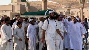 Enterrement de ben Ali à la mosquée du prophète Mohammed dans la ville sainte de Médine, la deuxième ville sainte de l'islam, en Arabie saoudite, le 21 septembre 2019.