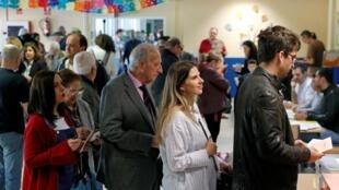西班牙舉行立法選舉。