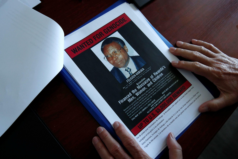 Félicien Kabuga, anashukiwa kuwa mfadhili wa mauaji ya kimbari nchini Rwanda, hapa akioneshwa kwa mfano wa katuni akiwa mbele ya mahakama Mei 20, 2020.