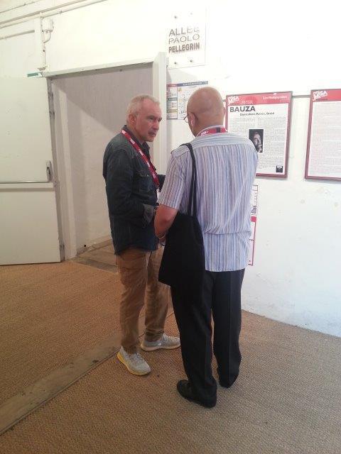 Da esquerda para a direita, Peter Bauza, fotojornalista, no Museu dos Mínimos de Perpignan, com o jornalista João Matos