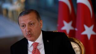 Le président turc Recep Tayyip Erdogan a obtenu par référendum le renforcement de ses pouvoirs.