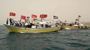 Palestinos protestaram ao largo da Faixa de Gaza contra o bloqueio israelense, no dia  3 de junho.
