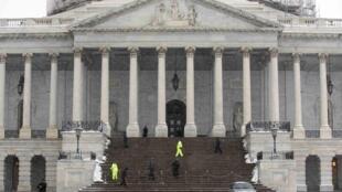 A capital norte-americana recebe representantes dos governos dos Estados Unidos e de Cuba nesta sexta-feira (27).