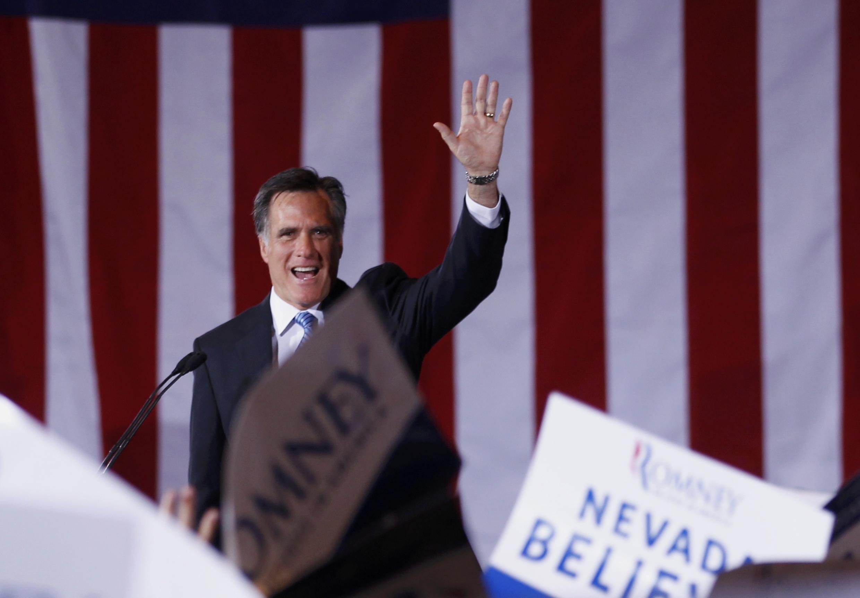 Ông Mitt Romney vẫy chào các ủng hộ viên, Nevada, 04/02/2012