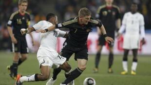 O alemão Bastian Schweinsteiger foi um dos destaques do jogo contra Gana, disputado no Soccer City, em Johanesburgo.
