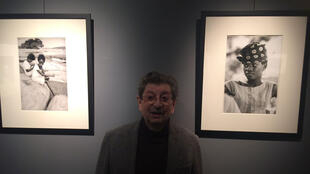Léon Herschtritt s'inscrit dans la lignée des grands photographes humanistes tels Doisneau, Cartier-Bresson et Ronis.