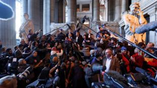 Адвокат Карлеса Пучдемона Поль Бекерт в суде в Брюсселе, 17 ноября