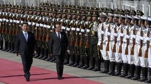 Chinese President Xi Jinping (L) French President Francois Hollande