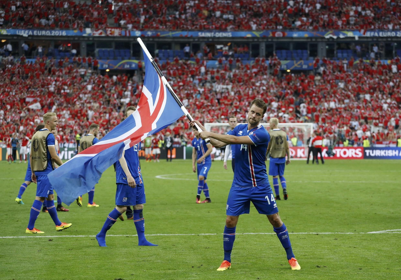 Kari Arnason celebra la victoria de Islandia ante Austira, el 22 de junio de 2016.