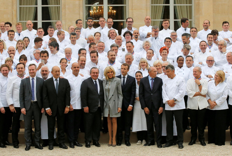 馬克龍總統9月26日在愛麗舍宮首次與法國180位名廚合影午餐