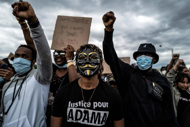 Manifestação em Paris contra violência policial e o racismo em França, mas também em várias cidades mundiais