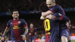 Messi brilha e o Barcelona goleia o Milan por 4 a 0.