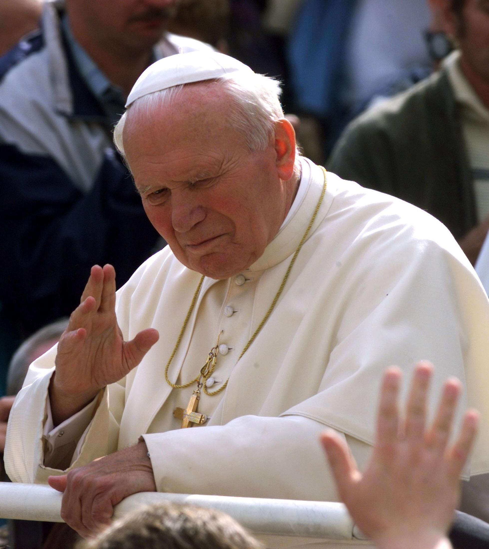 Папа Иоанн-Павел II в 1998 году.