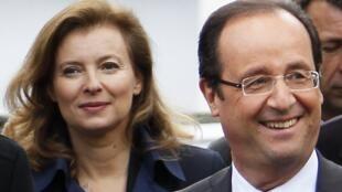 François Hollande e sua companheira Valérie Trierweiler.