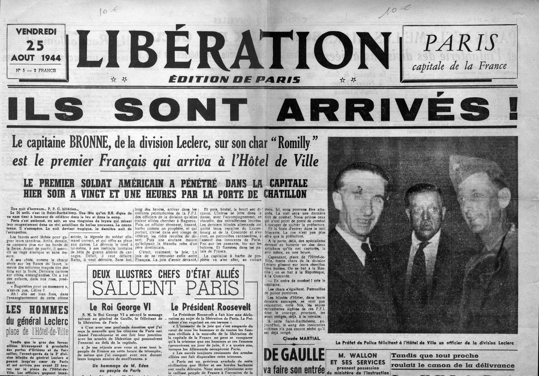 Amado Granell (dr), premier soldat reçu à la mairie de Paris, le 24 août 1944.