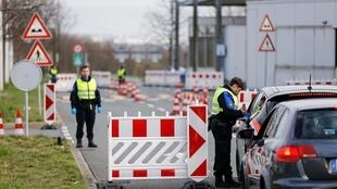 Trạm kiểm soát biên giới tại Bardonnex, Thụy Sĩ, ngày 17/03/2020