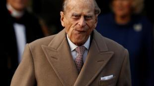 پرنس فیلیپ ٩٥ ساله در غیبت همسرش، ملکه الیزابت، در مراسم دعای کریسمس حضور یافت