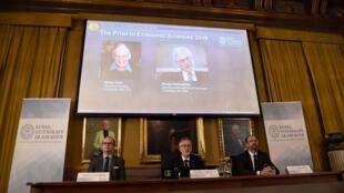 Cuộc họp báo giới thiệu 2 nhà khoa học đoạt giải Nobel Kinh tế 2016: Oliver Hart (T) và Bengt Holmstrom, tại Stockholm, Thụy Điển , ngày 10/10/2016