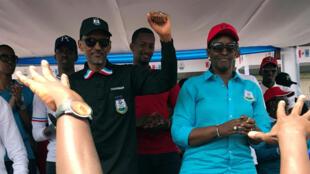 Le président rwandais Paul Kagame du Front patriotique rwandais (FPR) et sa femme Jeannette assistent à leur rassemblement politique dans le district de Burera, dans la province du nord du Rwanda, le 31 juillet 2017.