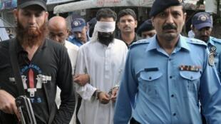 Rimsha Masih quedó en libertad bajo fianza y la policía detuvo al imán acusado de haber introducido esas páginas del Córan en las hojas quemadas.