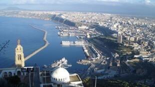 Les deux hommes ont été arrêtés après avoir fait des révélations sur des faits de corruption et sur un trafic de cocaïne dans le port d'Oran, en Algérie.