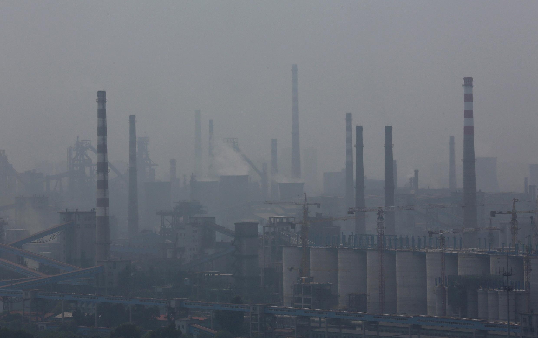 Em Shangai, onde estão os prédios mais altos do mundo, um grande nível de contaminação potencializa as consequências do efeito estufa.
