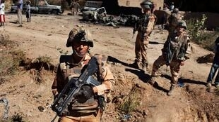 法国士兵在马里迪亚巴莱镇(Diabaly)2013年1月21日。