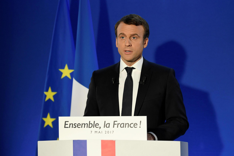 Tổng thống Pháp tân cử Emmanuel Macron phát biểu tại Paris, tối ngày 07/05/2017, phía sau là cờ Liên Hiệp Châu Âu