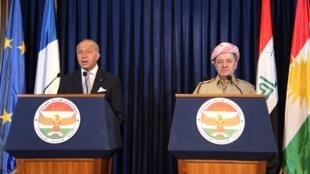 រដ្ឋមន្ត្រីការបរទេសបារាំង(ឆ្វេង) និងប្រមុខដឹកនាំគៀរឌីស្តង់ នៅទីក្រុង Erbil ថ្ងៃទី ១០ សីហា ២០១៤
