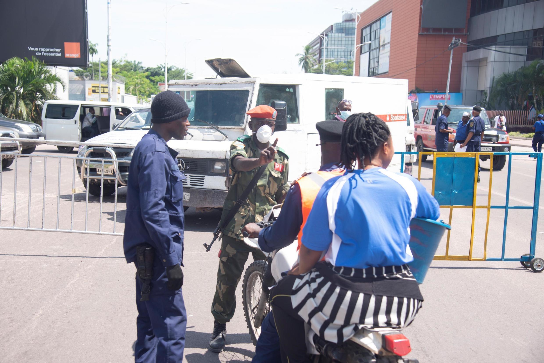 Hatua ya kutotoka nje yaendelea kutekelezwa katika Wilaya ya Gombe huko Kinshasa, Aprili 6, 2020.