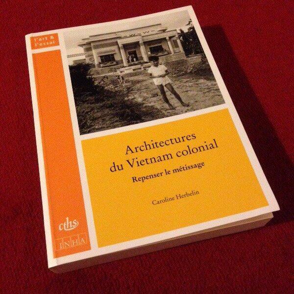 Bìa cuốn sách Kiến trúc của Việt Nam thuộc địa.