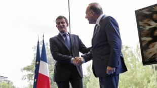 Le Premier ministre Manuel Valls et Pierre Gattaz, le patron des patrons, le 27 août 2014 à l'Université d'été du Medef à Jouy-en-Josas, près de Paris.